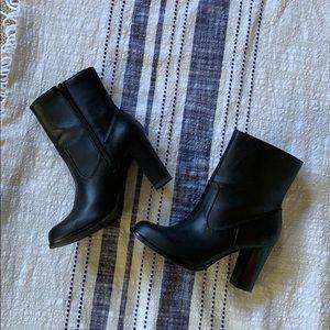 kelly & katie} Black zip up Boots